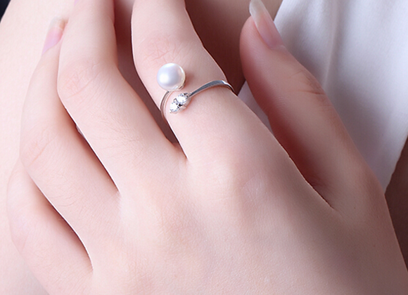 Sterling Silver and Freshwater Pearl Crossover Ring