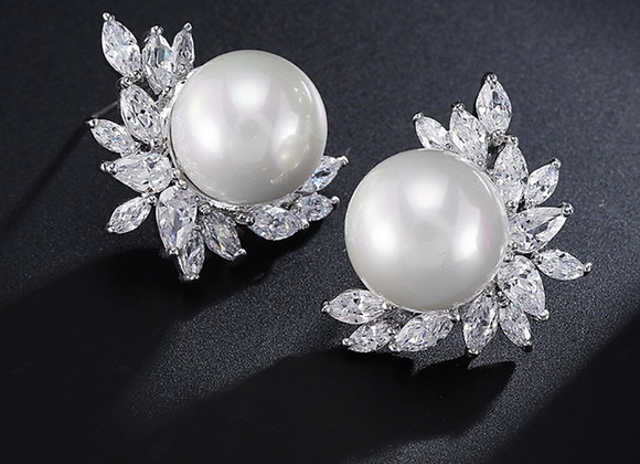 Pearl and Crystal Leaf Earring