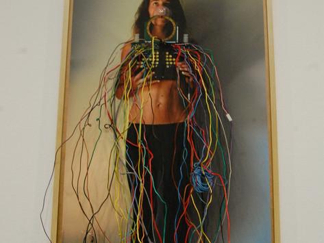 Connessioni elettriche nell'arte di Shendra Stucki