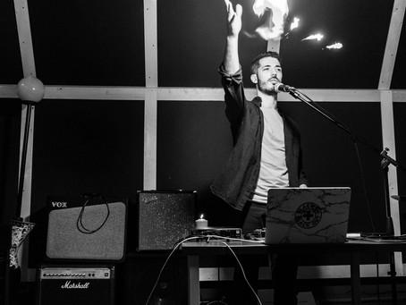 "#6 Nicolas Cunial, ""Planetario"".                Una riflessione critica sul fenomeno del poetry slam"