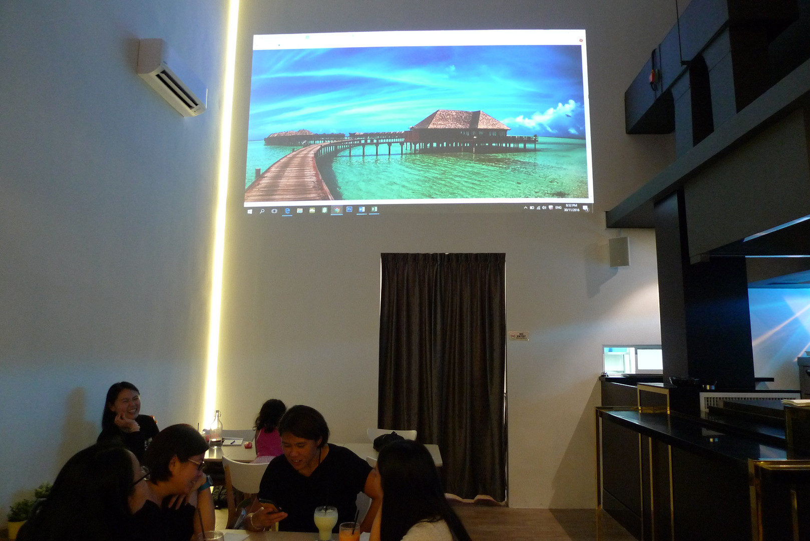 Wall projector