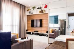 Vista 1- Painel TV e Porta Espelhada