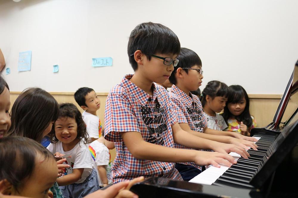 ピアノに興味津々!!