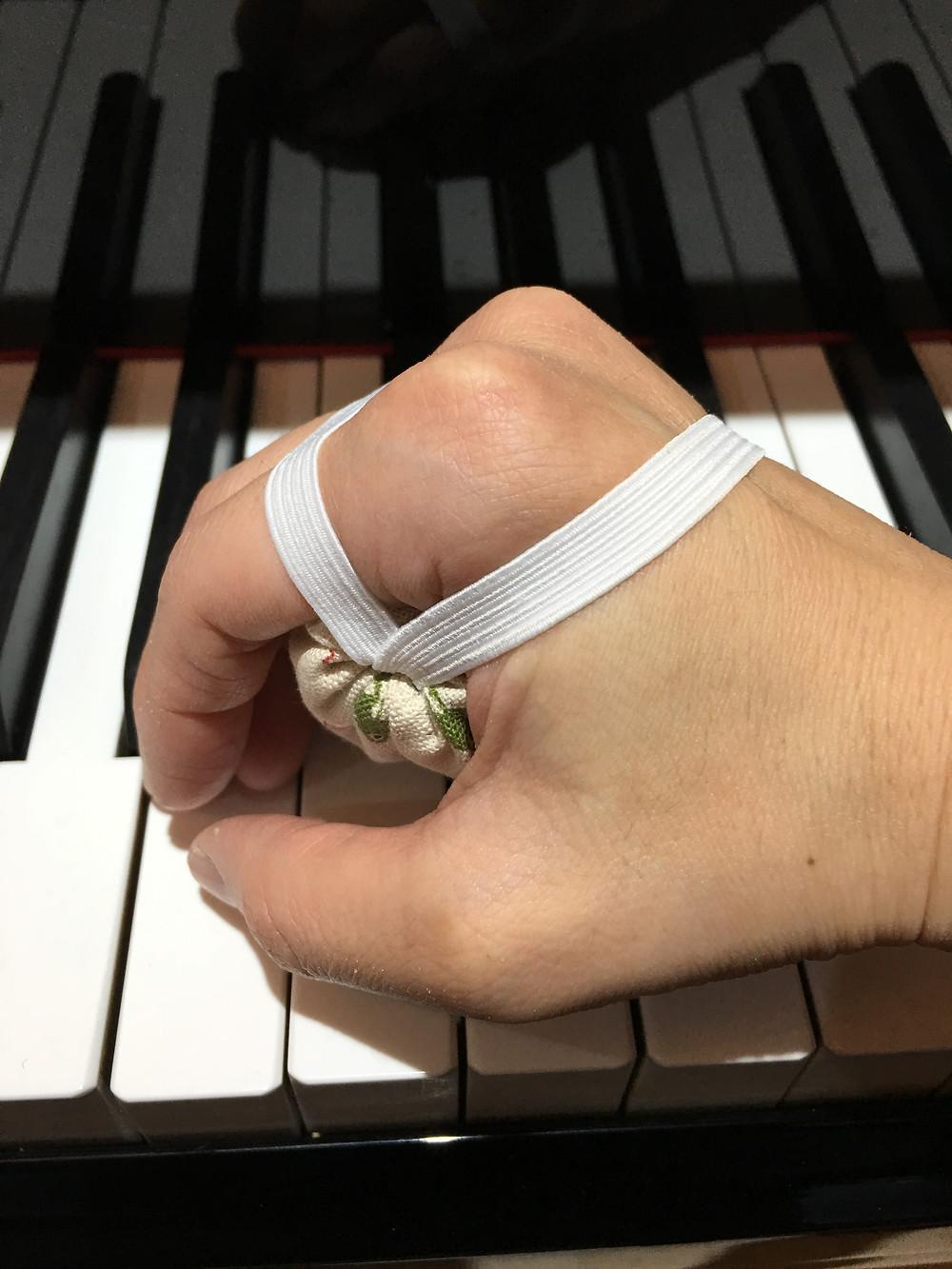 「ピアノの手」が自然にできるお手玉