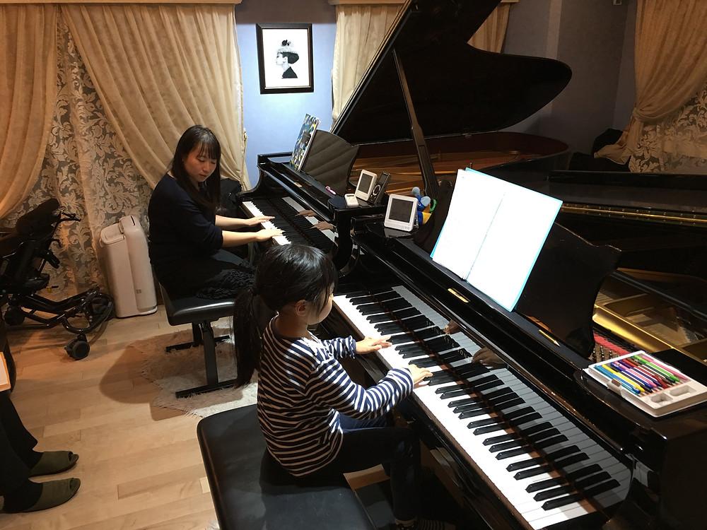 二台ピアノでダイナミックなレッスンを