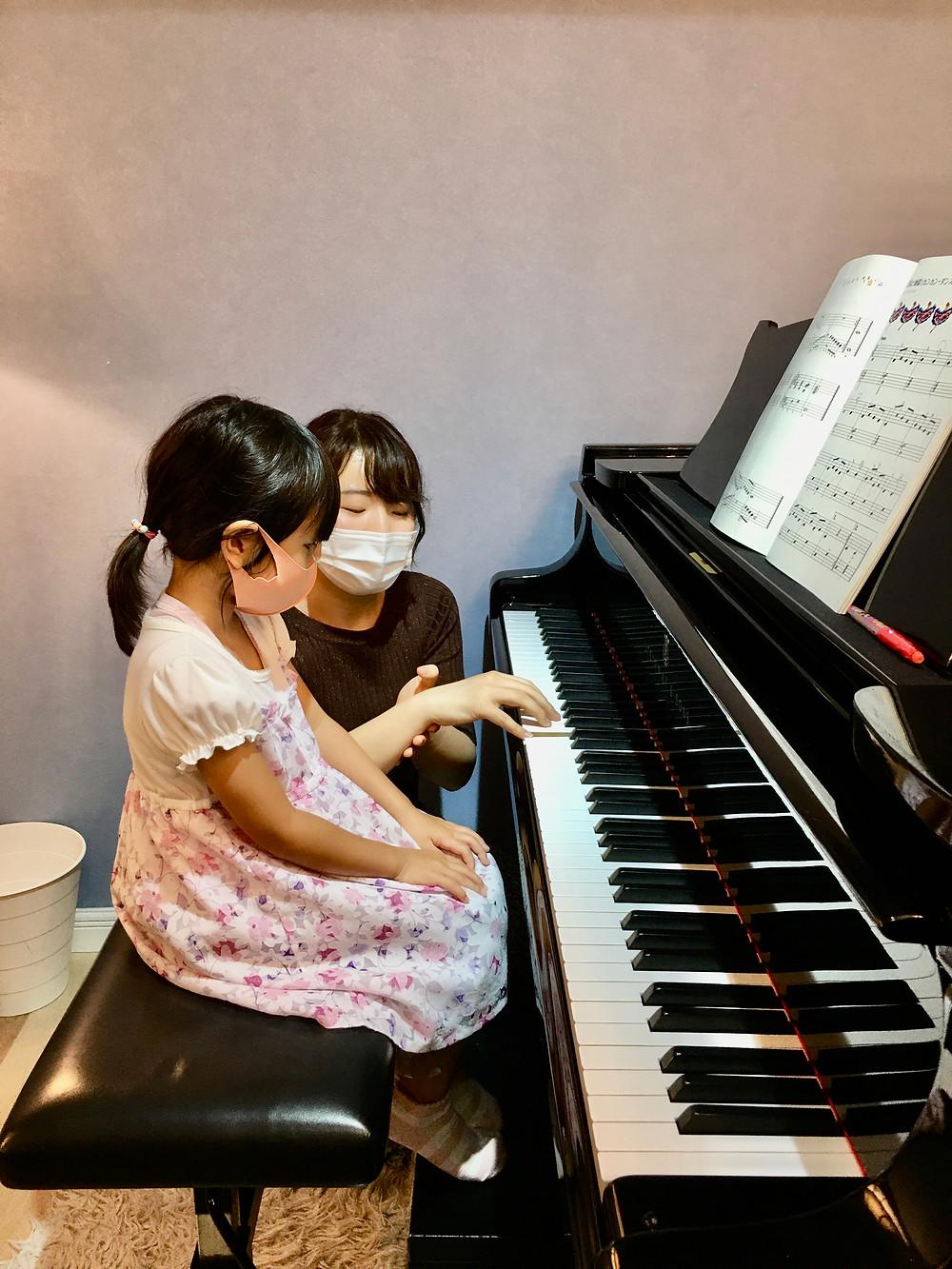 正しいポジションでホール全体に響き渡る美しい音を出す練習。