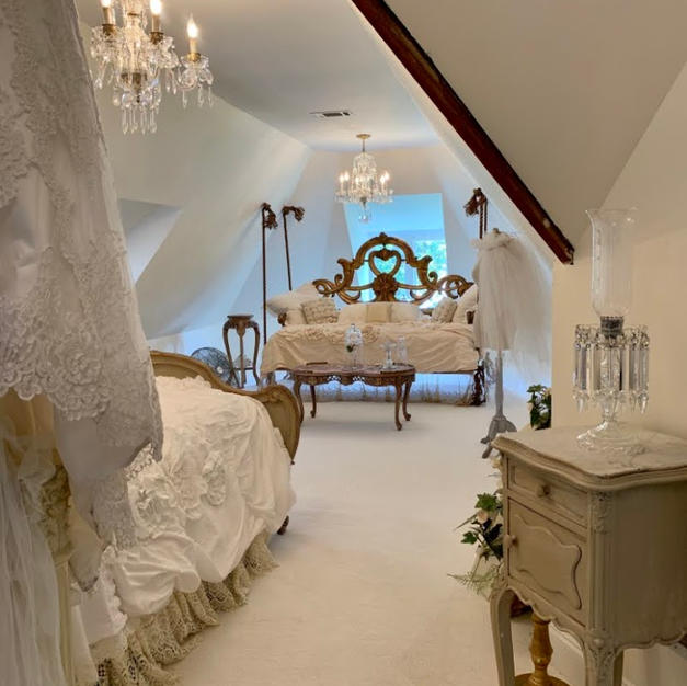 Champagne Suite Swing Bed