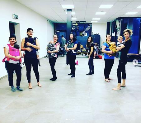 Sport post-natal en groupe sous forme de chorégraphies et d'exercices