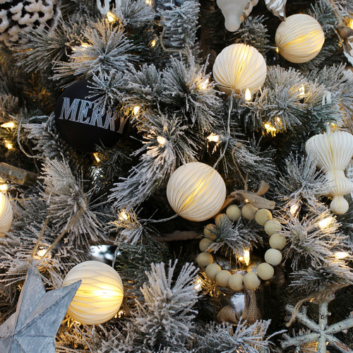 Honeycomb Garland LED - Lifestyle3.jpg
