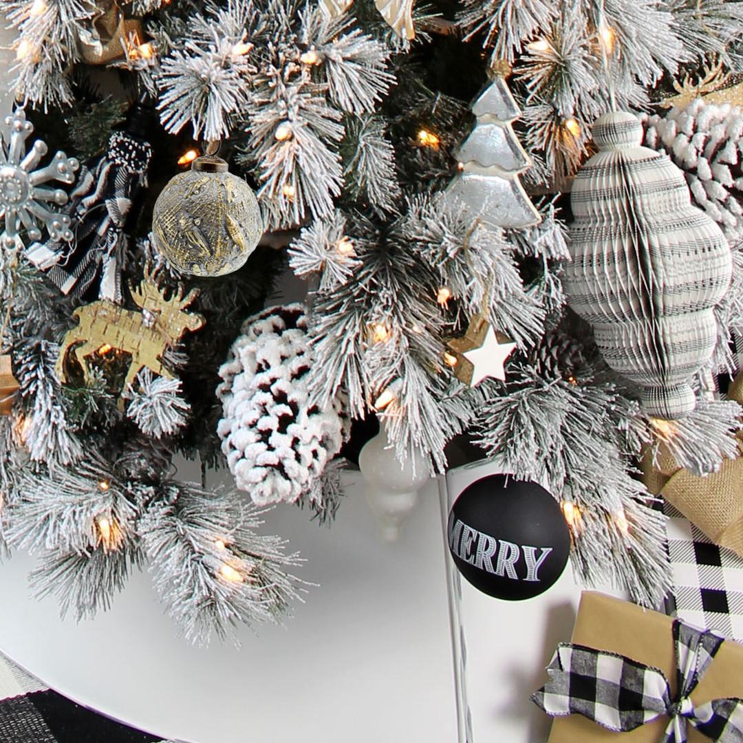 White Farmhouse Christmas
