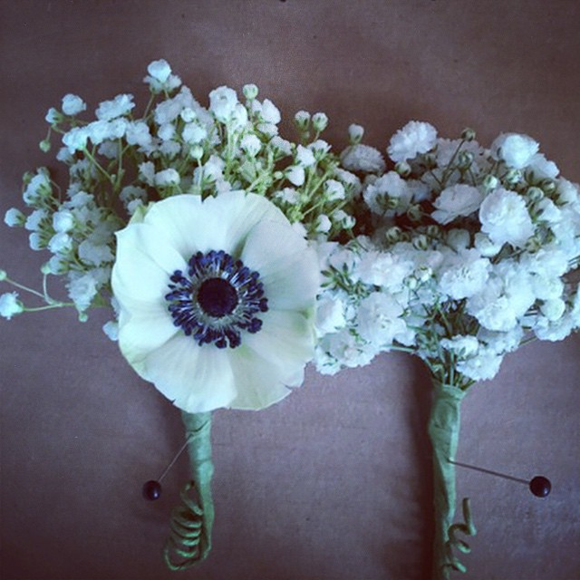 details by _gloriafrattale and _mally_anne #atlantaweddingflowers #boutonniere #weddingflowers #anem