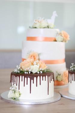 dreistöckige Hochzeitstorte