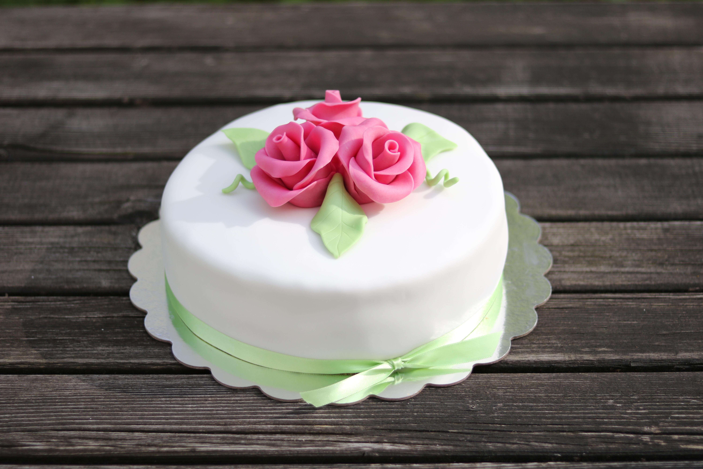 Torte mit Rosen, Geburtstagstorte