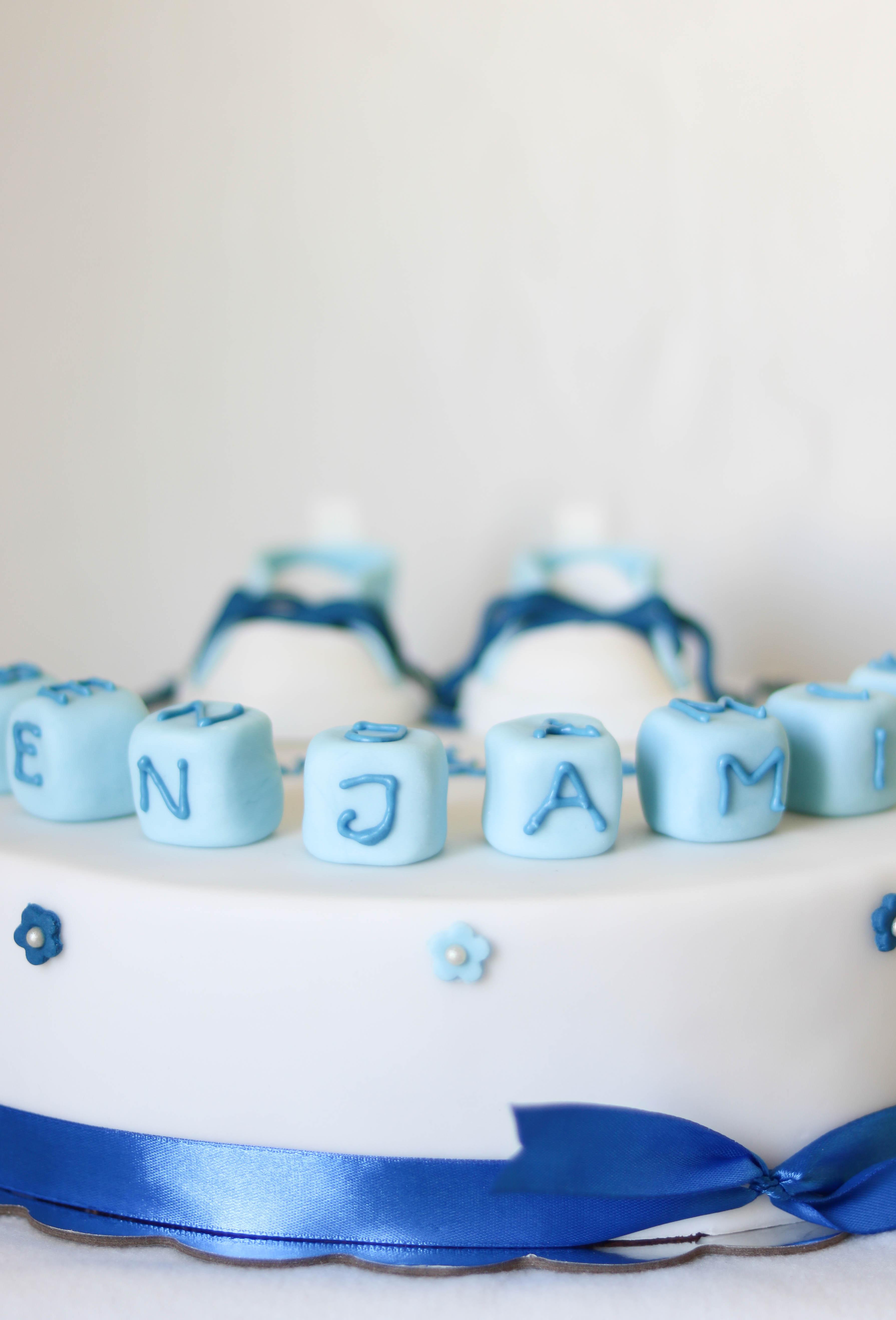 Torte mit Namenswürfel