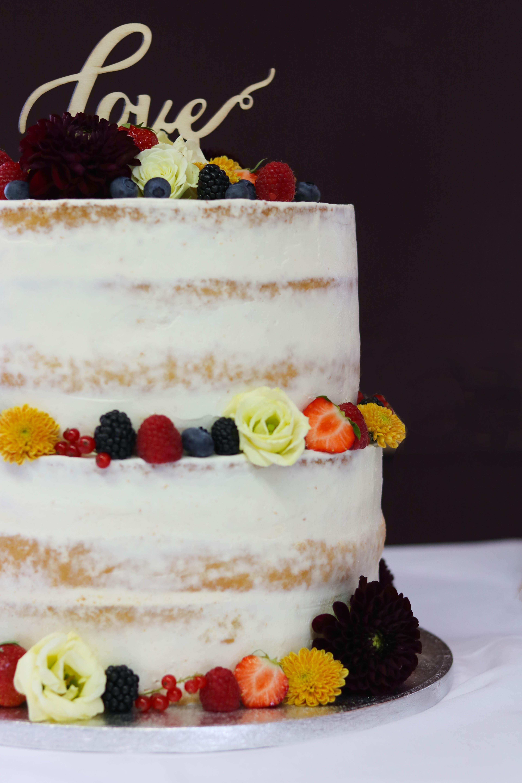 Semi Naked Cake mit Früchten