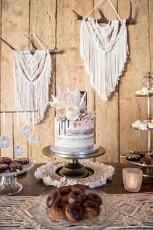 Semi Naked Cake Wedding