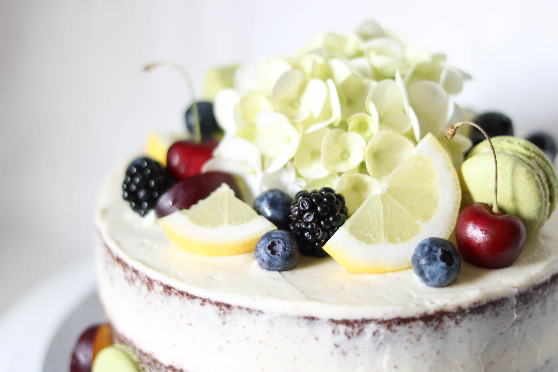 Fruchtiger Naked Cake