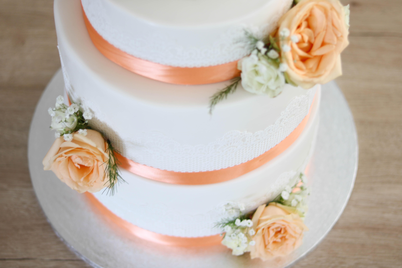 Hochzeitstorte mit Zuckerspitze