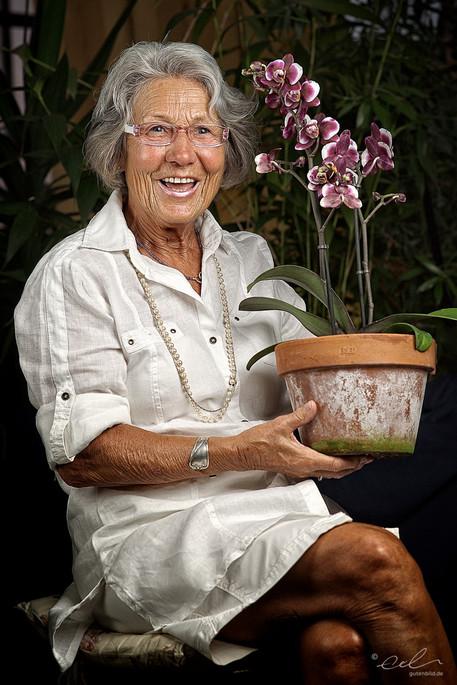 Eine Dame mit Phalaenopsis