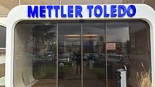 Enseigne Mettler Toledo en lettres boitiers PMMA et éclairage LED