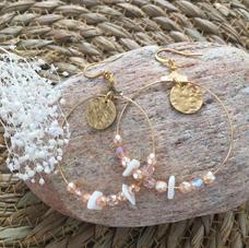 LO11. Créoles dorées et perles roses
