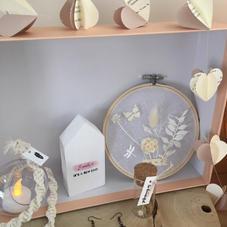 Box15. Tambour tulle et fleurs séchées, baladeuse led macramé, guirlande coeur, maisonnette en bois, BO et pipette