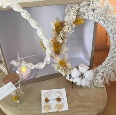 Box19. Couronne macramé et fleurs séchées, baladeuse led macramé, BO et pipette