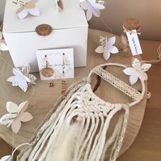 Box11. Attrape-rêve, guirlande fleurs, BO et pipette
