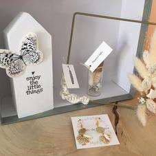 Box18. Carré fleurs séchées, maisonnette en bois, BO et pipette