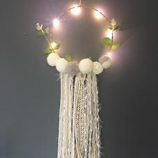 Attrape-rêves pompons taupe lumineux- diam 20 cm