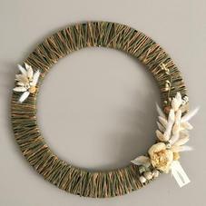 Couronne fil de jute vert et fleurs séchées