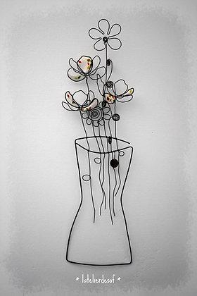 Vase mural de fleurs champêtres en fil de fer