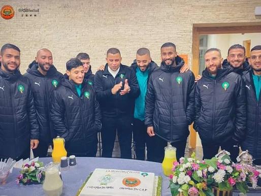 لاعبو المنتخب المحلي يحتفلون