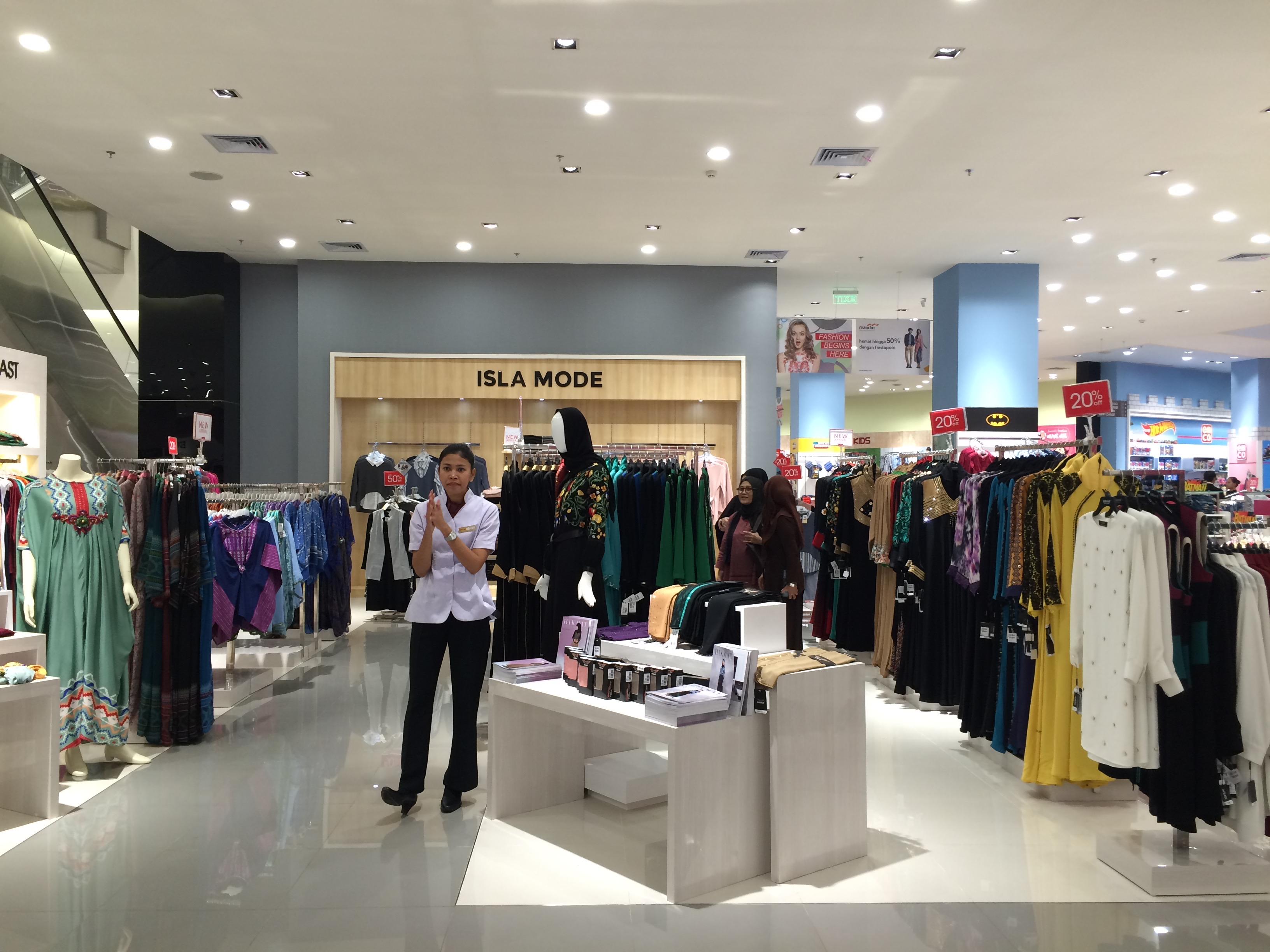 Ladies Apparel Counter