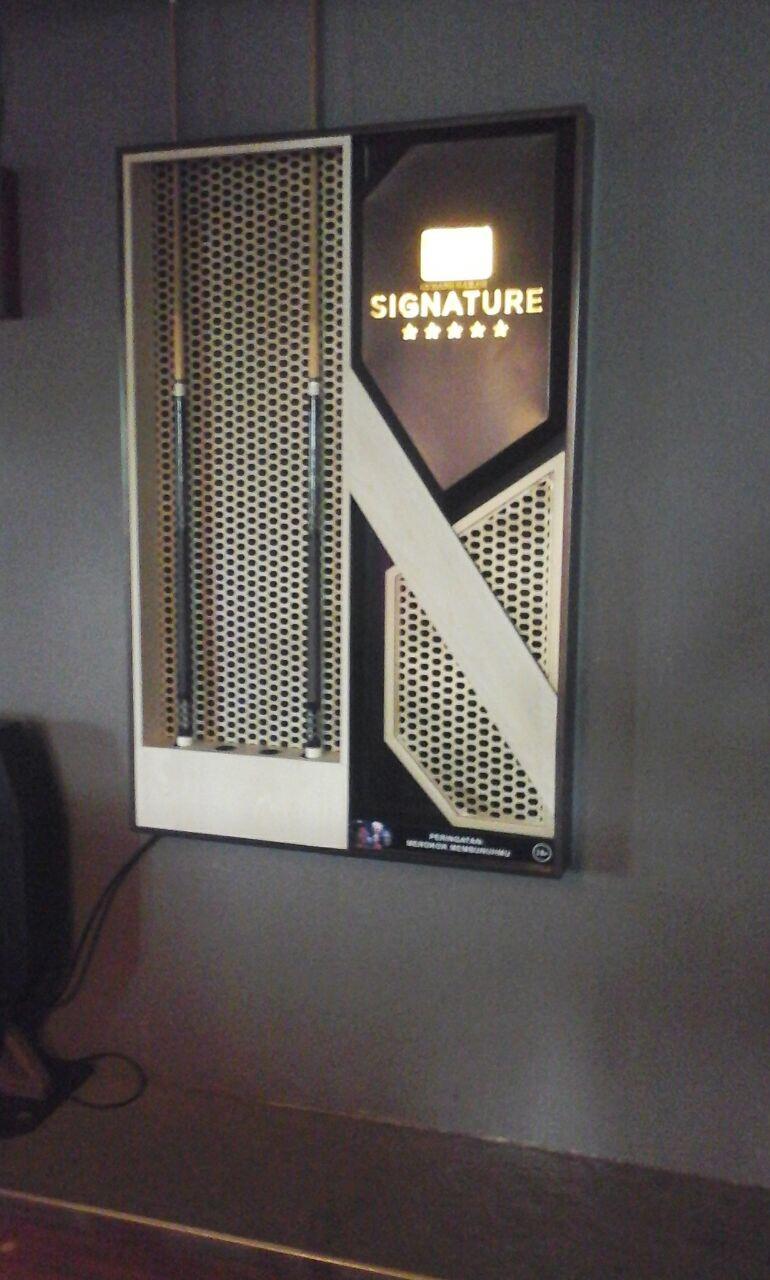 Wall Display Stick Billiard
