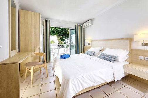 Pereybere luxury bedroom