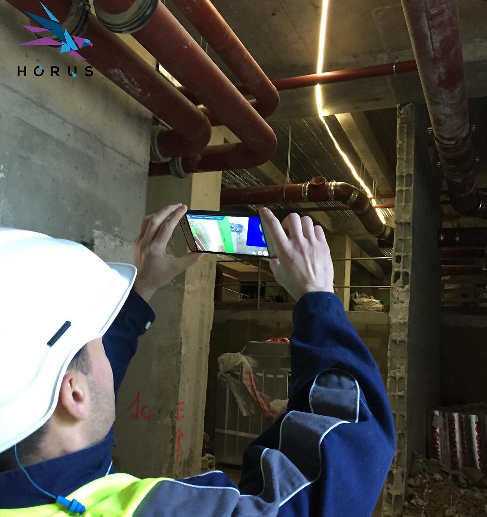 Vérification sur chantier du positionnement des réseaux de plomberie