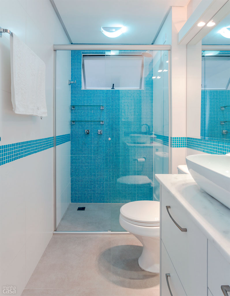 03-banheiro-ganhou-pastilhas-azuis-apos-reforma-comandada-pela-moradora
