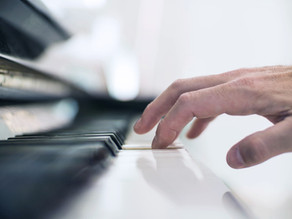 ピアノの鍵盤は腕の重みで