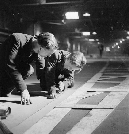 Loftsmen-during-WW2-IWM-p.jpg