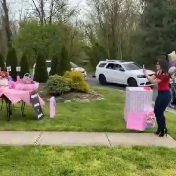 La Baby Shower drive : une célébration avec distance physique