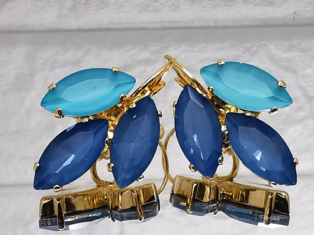 Swarovsky earrings with blue shades