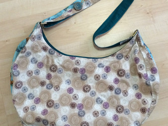 How to sew a reversible two colour bag!