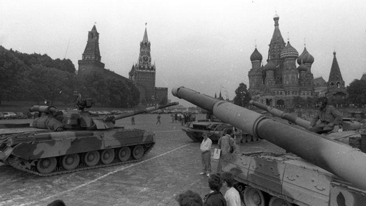 li-soviet-1991-tanks.jpg
