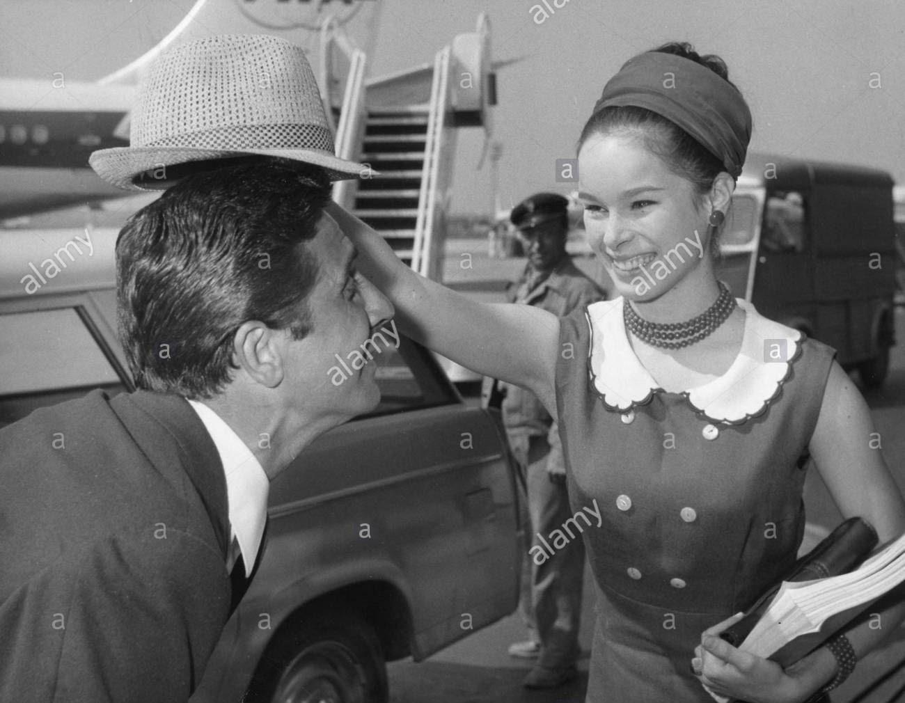 Geraldine Chaplin - Gilbert Becaud - 030