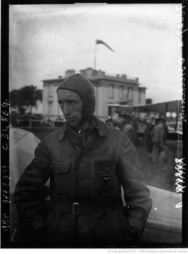 Orly : Tour d'Europe aérien : Osberkamp (portrait à 2 m) : [photographie de presse] / Agence Meurisse 1930