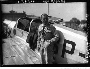 Orly , circuit européen des avions de tourisme : Hirth (portrait à 4 m) : [photographie de presse] / Agence Meurisse 1932