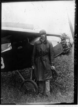Descamps sur avion Albert © BNF