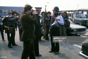 Intervention policière à Orly lors de l'attentat contre 'El-Al' le 20 mai 1978 à Orly, France. (Photo by Laurent MAOUS/Gamma-Rapho via Getty Images)