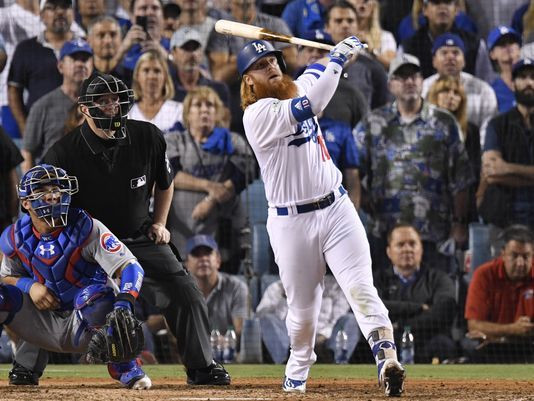 Justin Turner launches a 3-run dong to walkoff the Cubs in Game 2 of the NLCS
